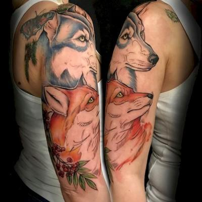 tatuaż z wilkiem i lisem
