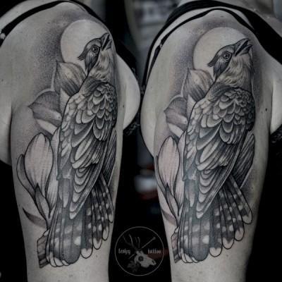 tatuaż z ptakiem