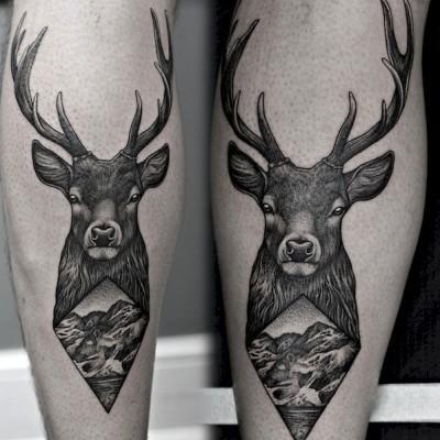 tatuaż z jeleniem