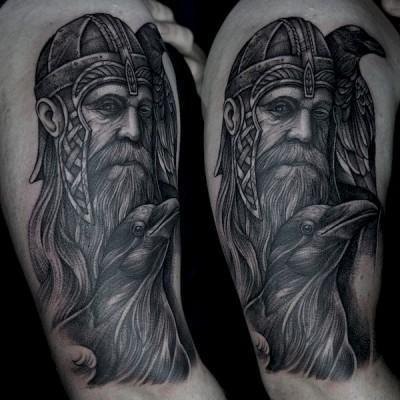 tatuaż z wikingiem